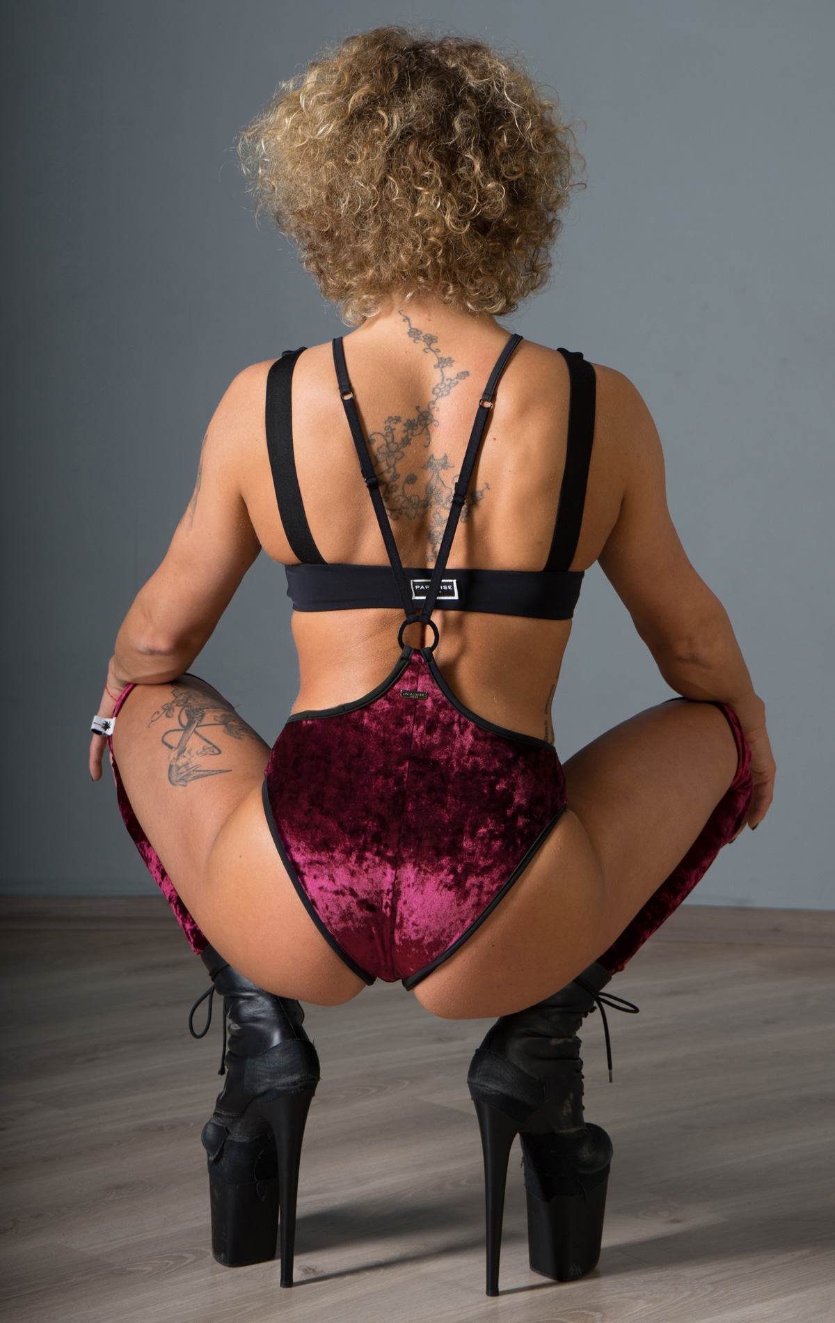 WOMANKINI_GRENA_VELVET_BACK_web
